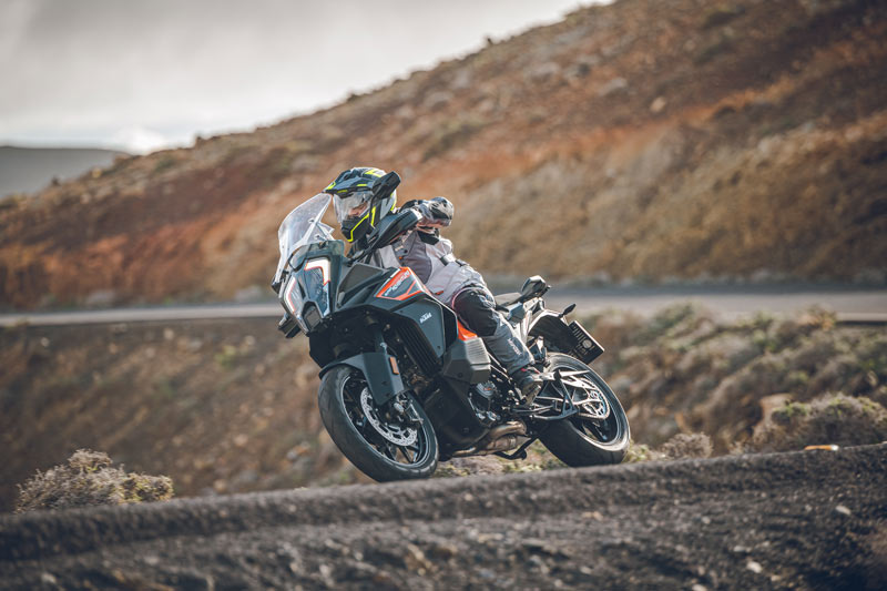ktm 1290 super adventure s 2021 prueba accion carretera 09