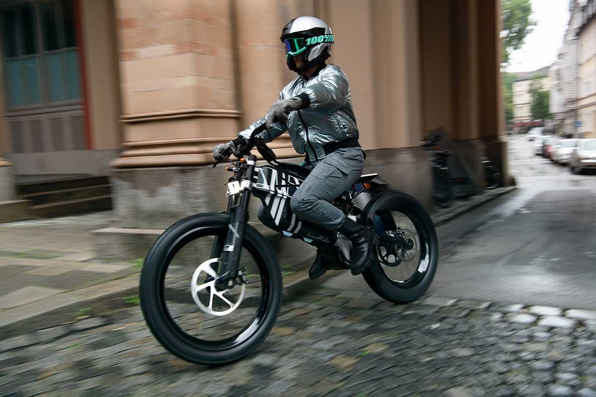 BMW Vision Amby 2022: Moto eléctrica y bicicleta (Video) (image)
