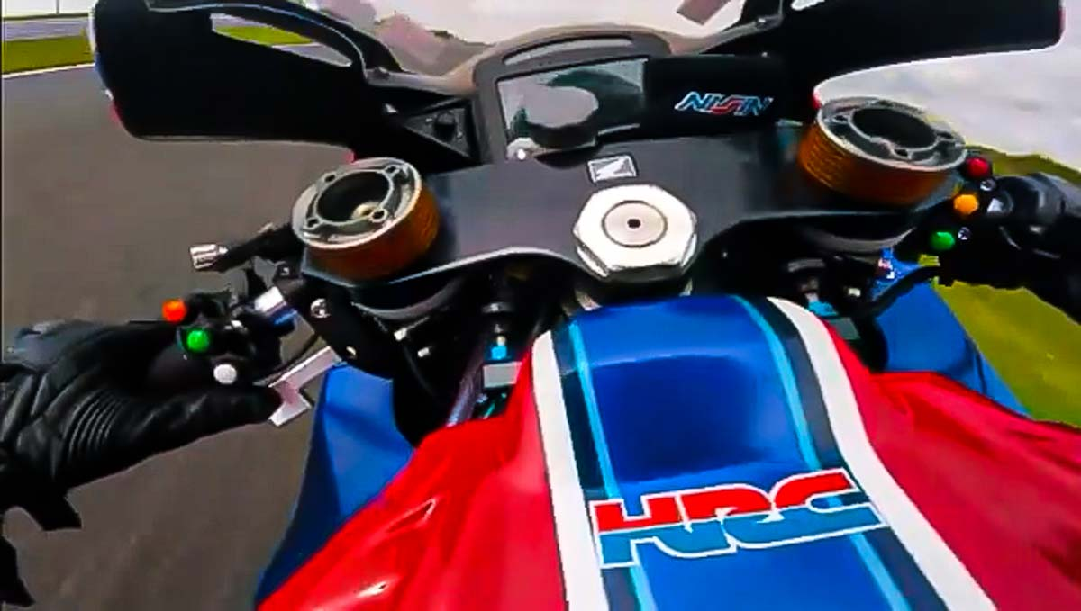 On Board Honda CBR1000RR-R BSB: ¡A saco! en Oulton Park (VIDEO) (image)