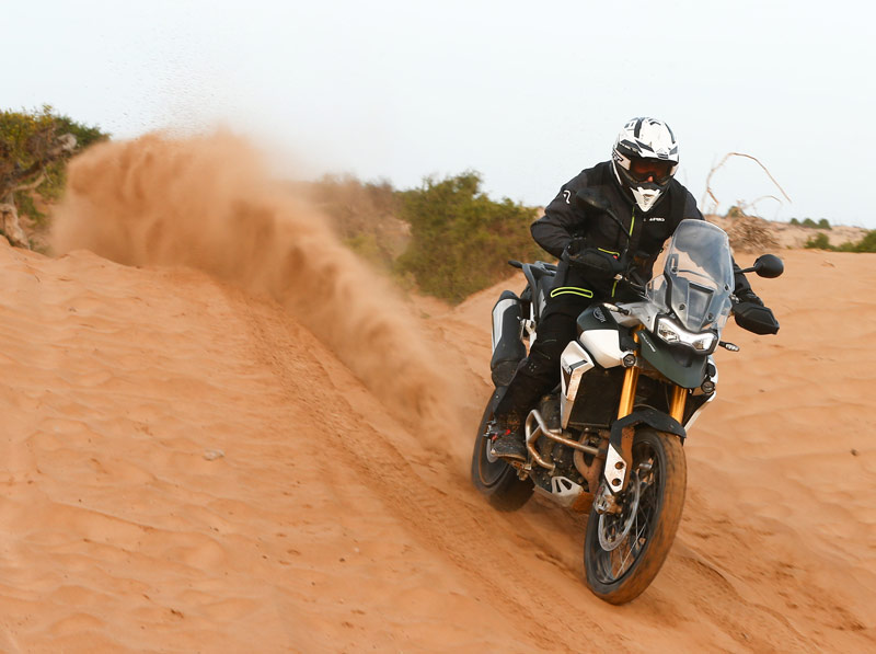 triumph tiger 900 rally pro prueba off road accion 3