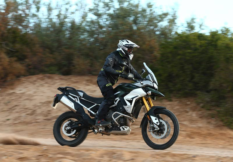triumph tiger 900 rally pro prueba off road accion 4