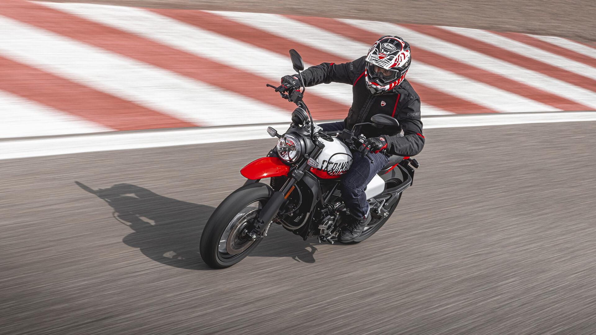 Ducati Scrambler amplia su gama: Tribute pro y Urban Motard 2022 (video) (image)