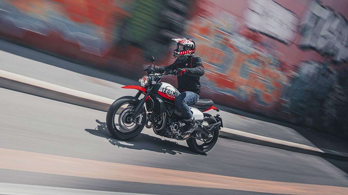 Ducati Scrambler Urban Motard 2022 01